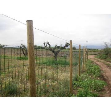 Cerramientos con poste de madera y malla para cualquier - Vallas para terrenos ...