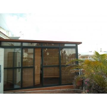 Cerramiento terraza aluminio panel sandwich - Invernaderos para terrazas ...