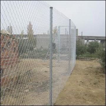 Instalaci n de vallados y cercados vallas alambradas y - Alambradas para fincas ...