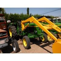 Tractor JOHN Deere 3135 con PALA