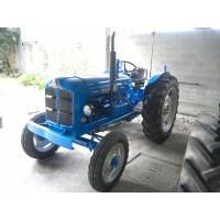 Tractor Ebro Super 55 con Direcci